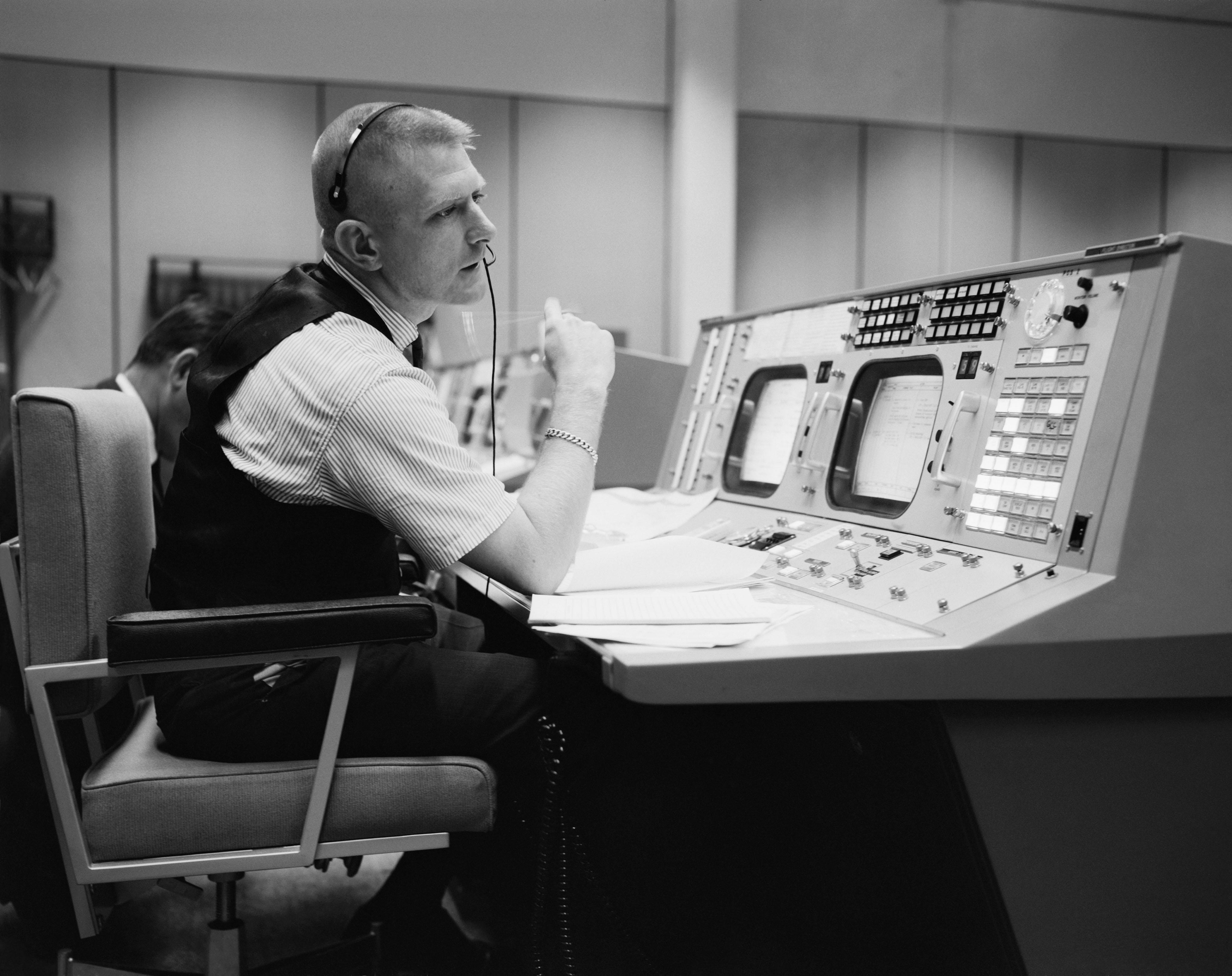 leadership in apollo 13 Possibly the greatest leadership movie of them all, the true story of apollo 13 also boasts one of the movies' most compelling leaders in the steely, waistcoated flight director gene kranz, memorably portrayed by ed harris.
